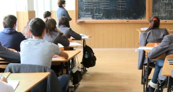 Profesorii vor avea acelaşi statut ca poliţiştii, şi au interdicţie la meditaţii