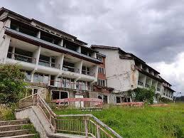 Din dezinteres sau hoţie,  Voineasa şi Vidra sunt astăzi o ruină