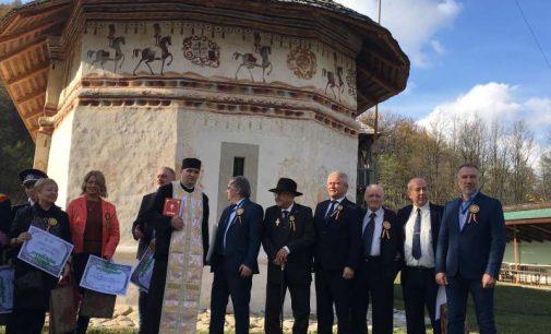 """Scriitorul Nicolae Dabija şi vicepreşedintele BNR, premiaţi la Slătioara de Fundaţia """"Nişte ţărani"""""""