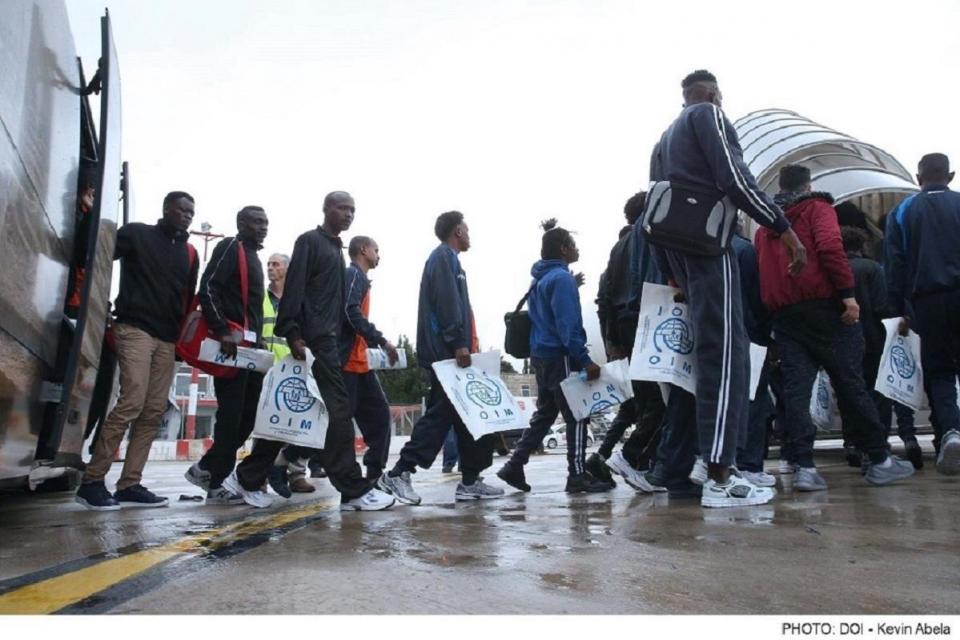 România este obligată prin lege să pună la dispoziţia migranţilor case şi bani pentru un trai decent