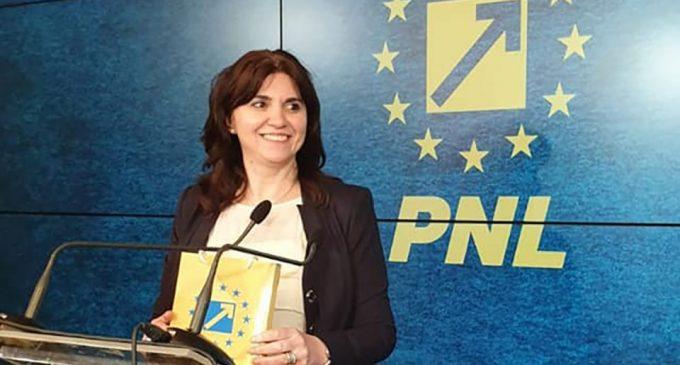 """Promisiuni pentru profesori de la viitorul ministru al Educaţiei, Monica Anisie: """"Vom deconta integral transportul, şi vom scăpa de numărul imens de hârtii"""""""