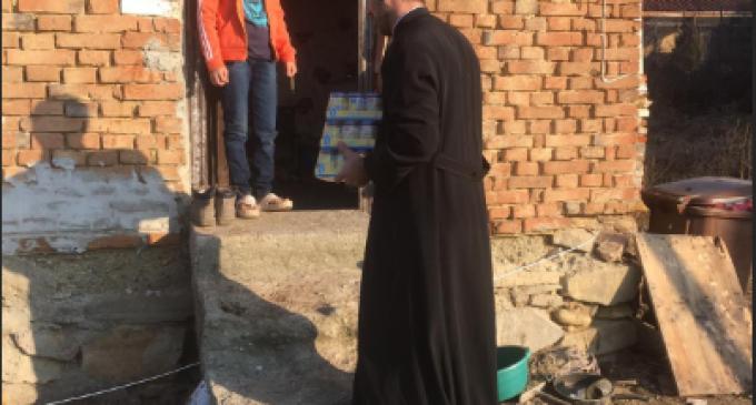 Daruri pentru familii defavorizate din partea Arhiepiscopiei Râmnicului și Parohiei Goranu