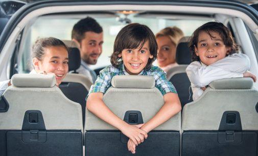 Familiile cu trei copii vor primi bani de la stat pentru achiziţionarea unei maşini