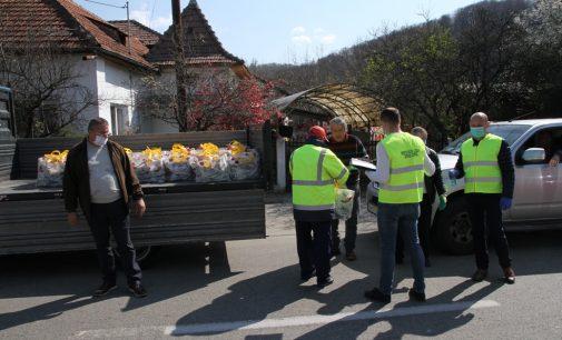 Acţiunea de distribuire a ajutoarelor alimentare pentru persoanele vârstnice din municipiu a demarat