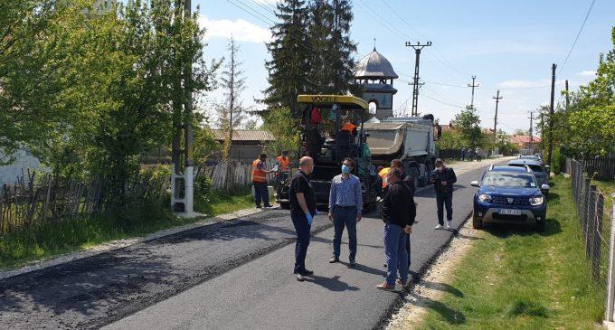 Drumul din satul cu cei mai mulți tineri, Geamăna, din Stoilești, asfaltat în totalitate