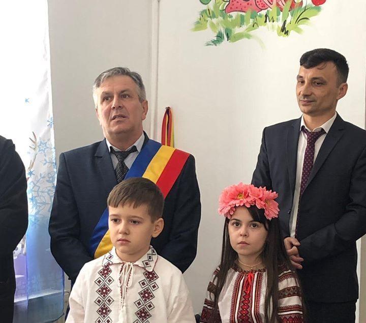 Primarul  localităţii Păuşeşti Otăsău, Cătălin Avan, își felicită elevii și profesorii pentru rezultate