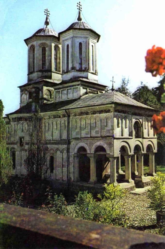 La Frâncești, lăcaşurile Domnului au fost far şi călăuză în drumul prin istorie