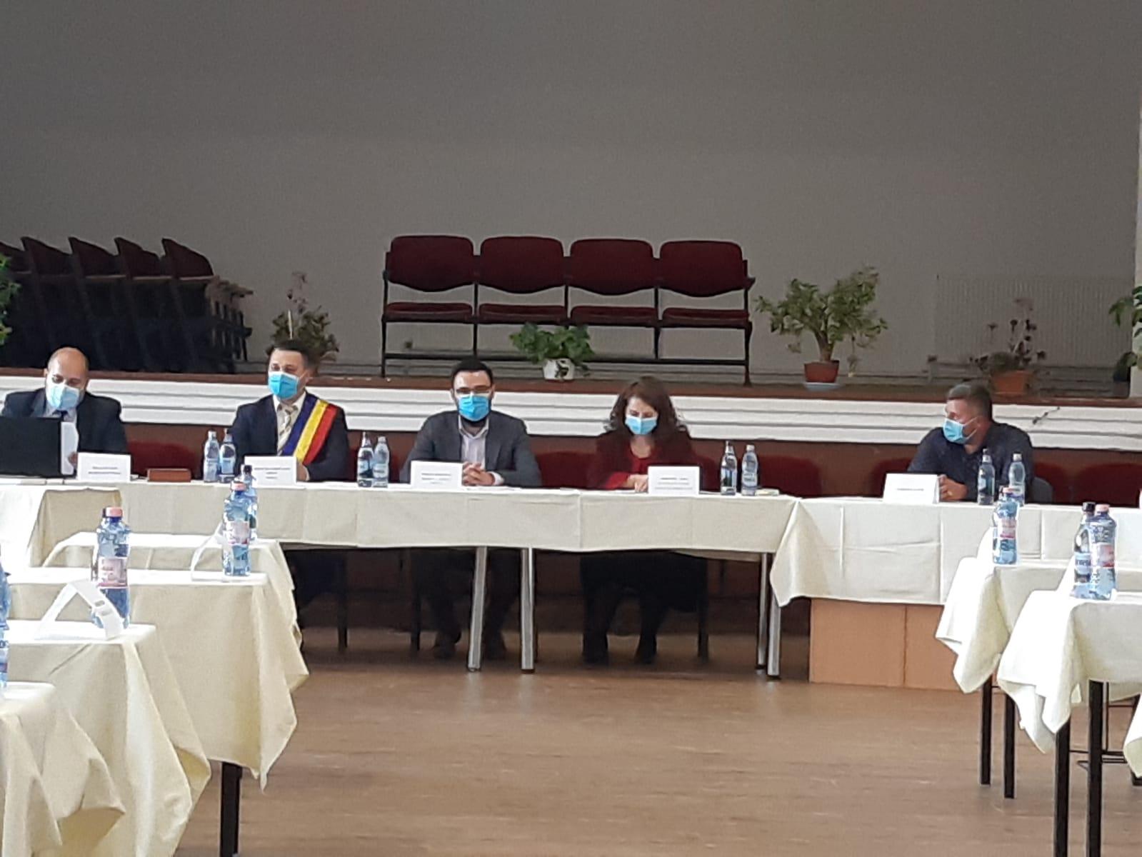 Liberalul Adrian Mitrache a fost învestit în funcția de primar al localităţii Goleşti