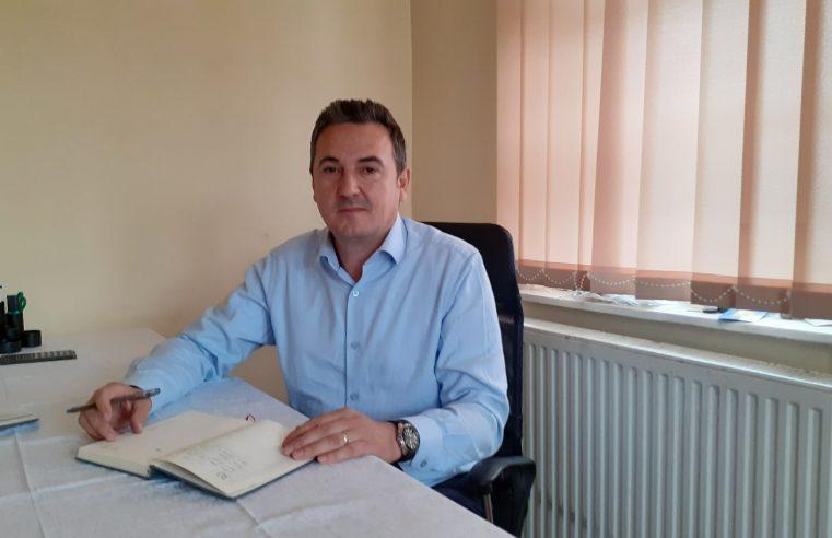 Primarul Constantin Catrina rezolvă problemele legate de debitul apei din localitate