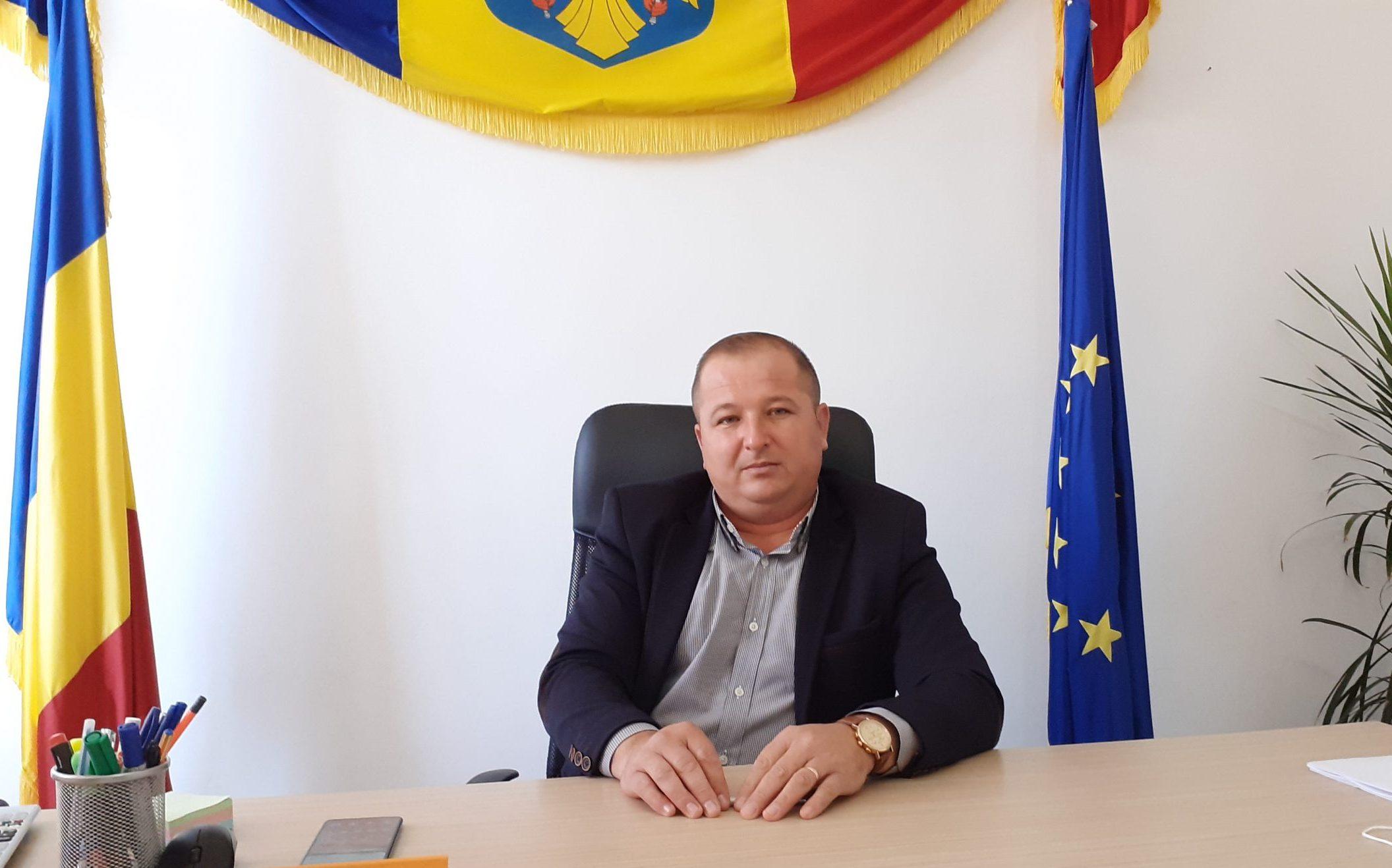 Asfaltarea drumurilor comunale reprezintă un obiectiv prioritar pentru administraţia locală a comunei Sălătrucel