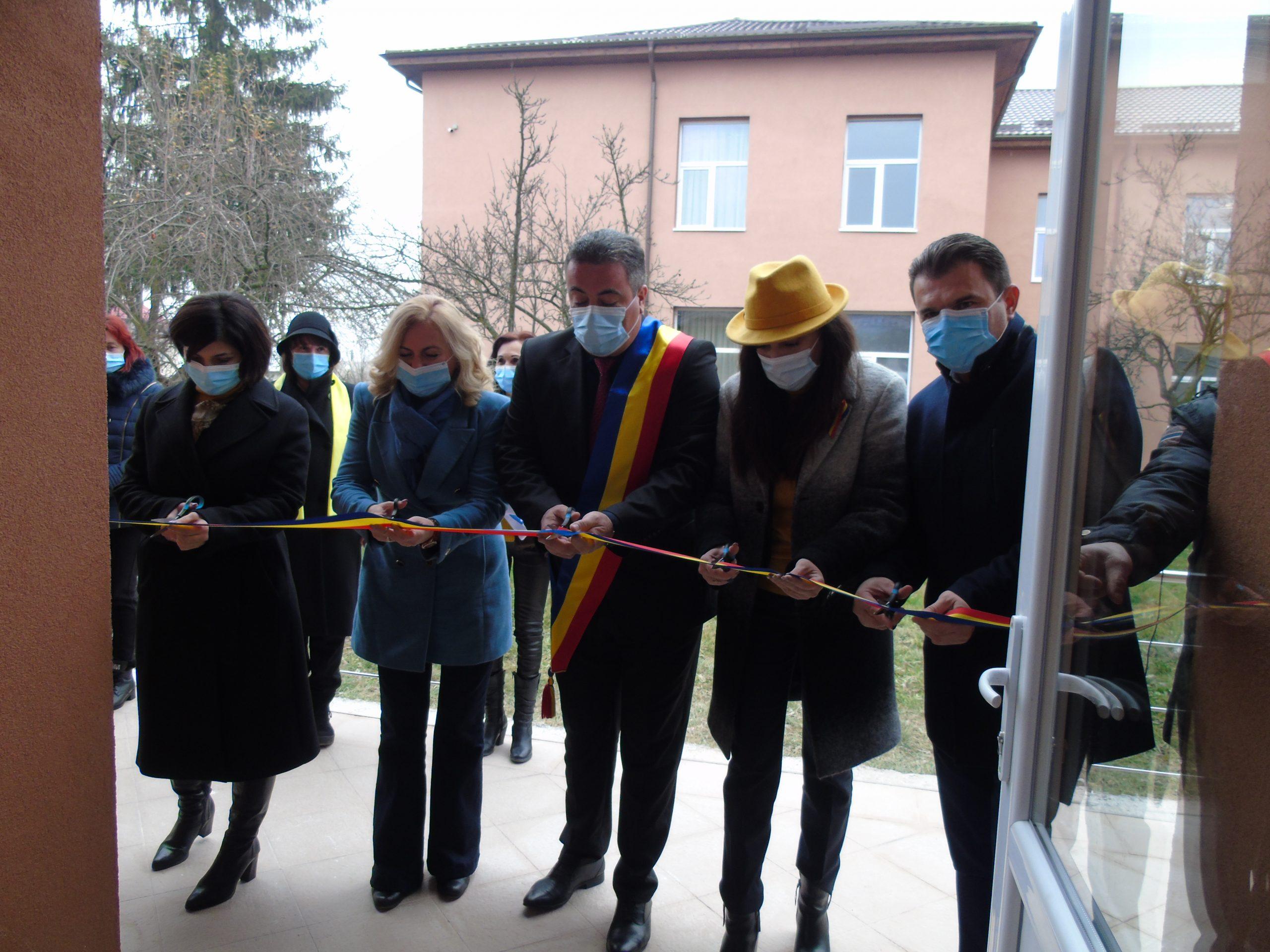 La Lungeşti s-a inaugurat o grădiniţă modernă
