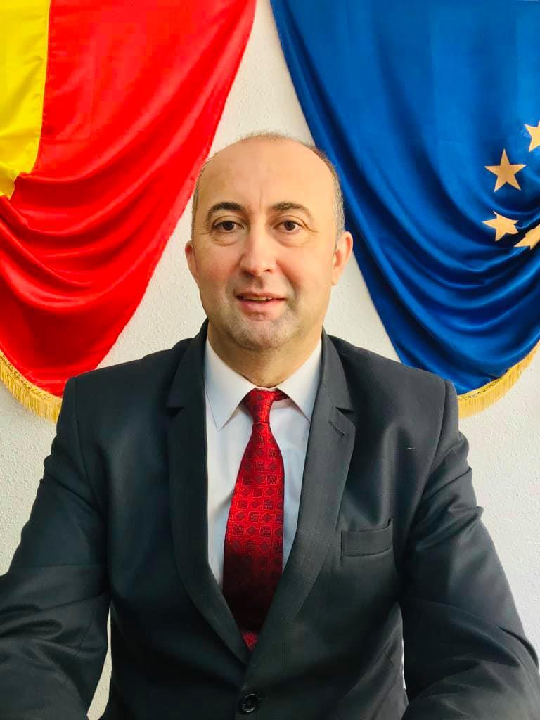 Primarul oraşului Băile Olăneşti, Sorin Vasilache îl va ajuta pe Moş Crăciun  să ofere daruri tuturor copiilor din localitate