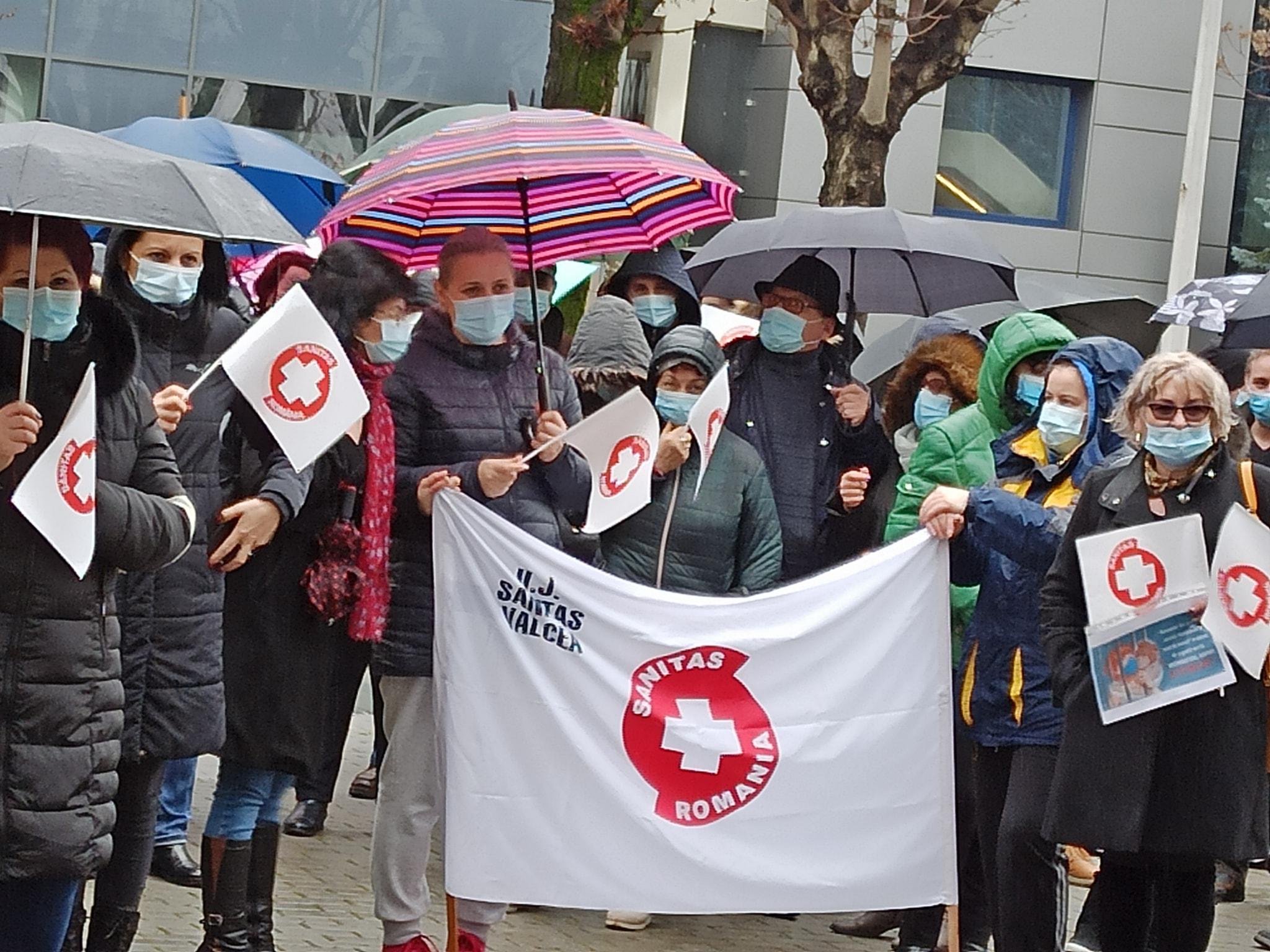 Protest al USJ Sanitas în fața sediului prefecturii