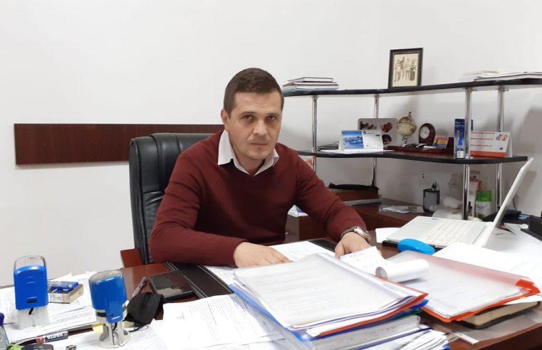 """Remus Sasu: """"Pe lângă asfaltarea drumului judeţean 650 în parteneriat cu Consiliul Judeţean, vom dezvolta şi baza de tratament"""