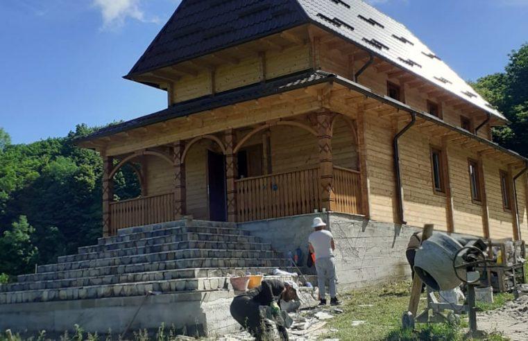 """Construirea Mănăstirii """"Izvorul Tămăduirii"""" de la Scundu se oficiază pe 20 iunie"""