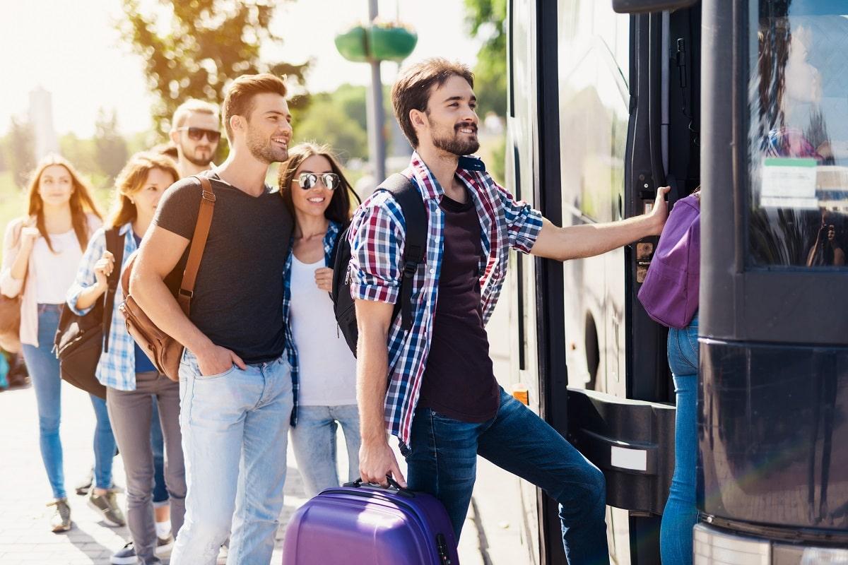 Te pregătești de o excursie în țară? Iată ce trebuie să faci dacă pleci cu autocarul!