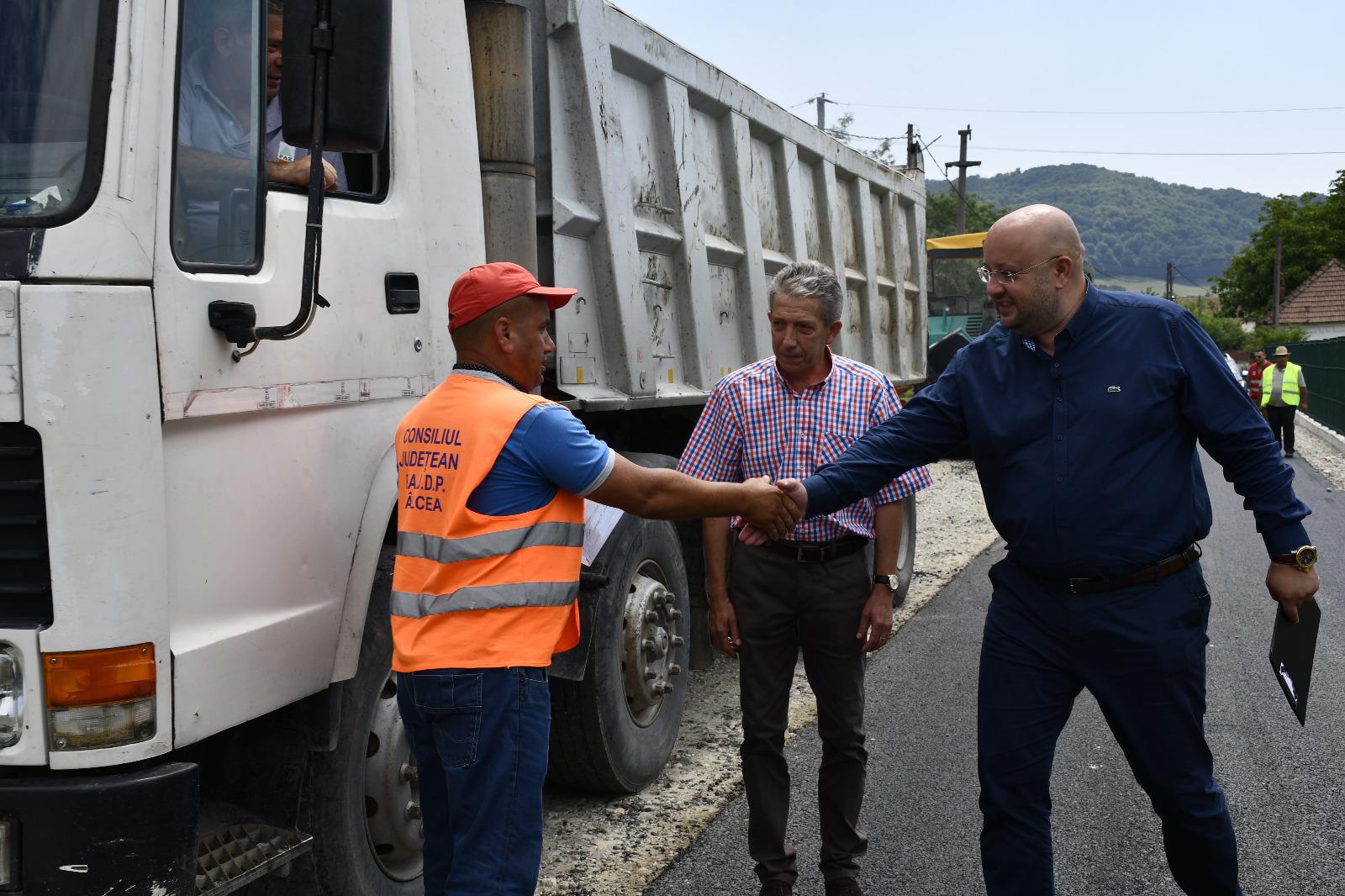 """""""Drumul Athosului Românesc"""", asfaltat în totalitate"""