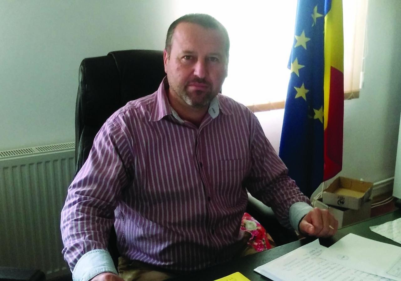 """Gabriel Ţolea: """"Oamenii nu sunt interesaţi de hârtii, ei vor să vadă investiţii în comună"""""""