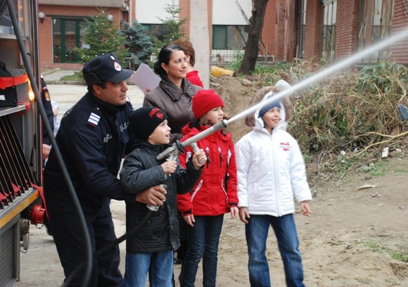 Pompierii îşi deschid porţile pentru copii