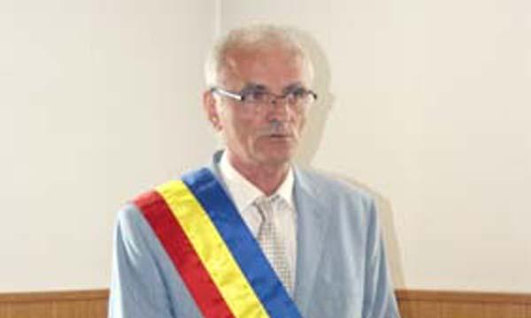 Gheorghe Udubae afirmă că a renunţat la primărie după ce s-a încercat compromiterea sa