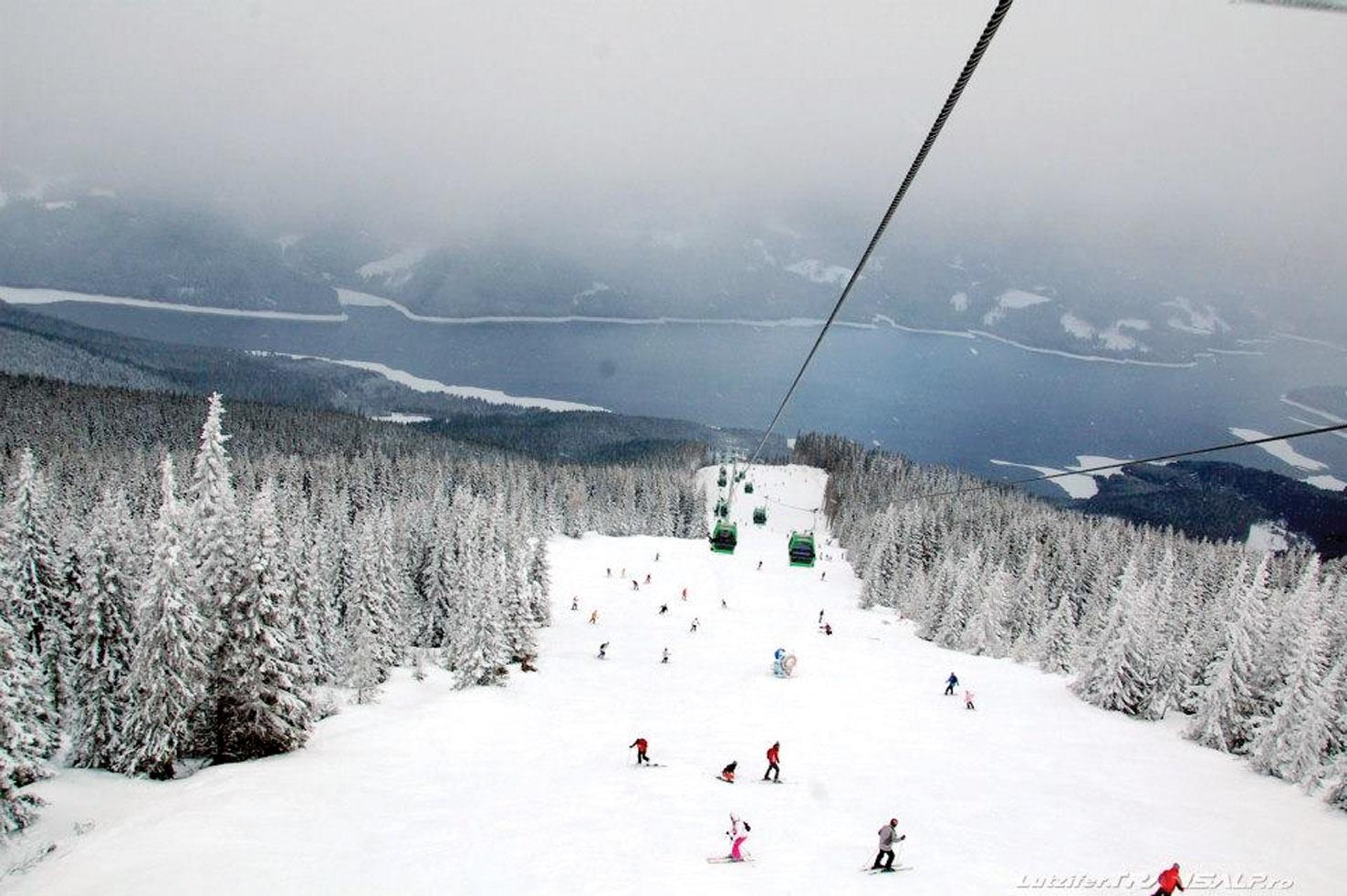 Finalizarea pârtiei de schi de la Voineasa a intrat în linie dreaptă