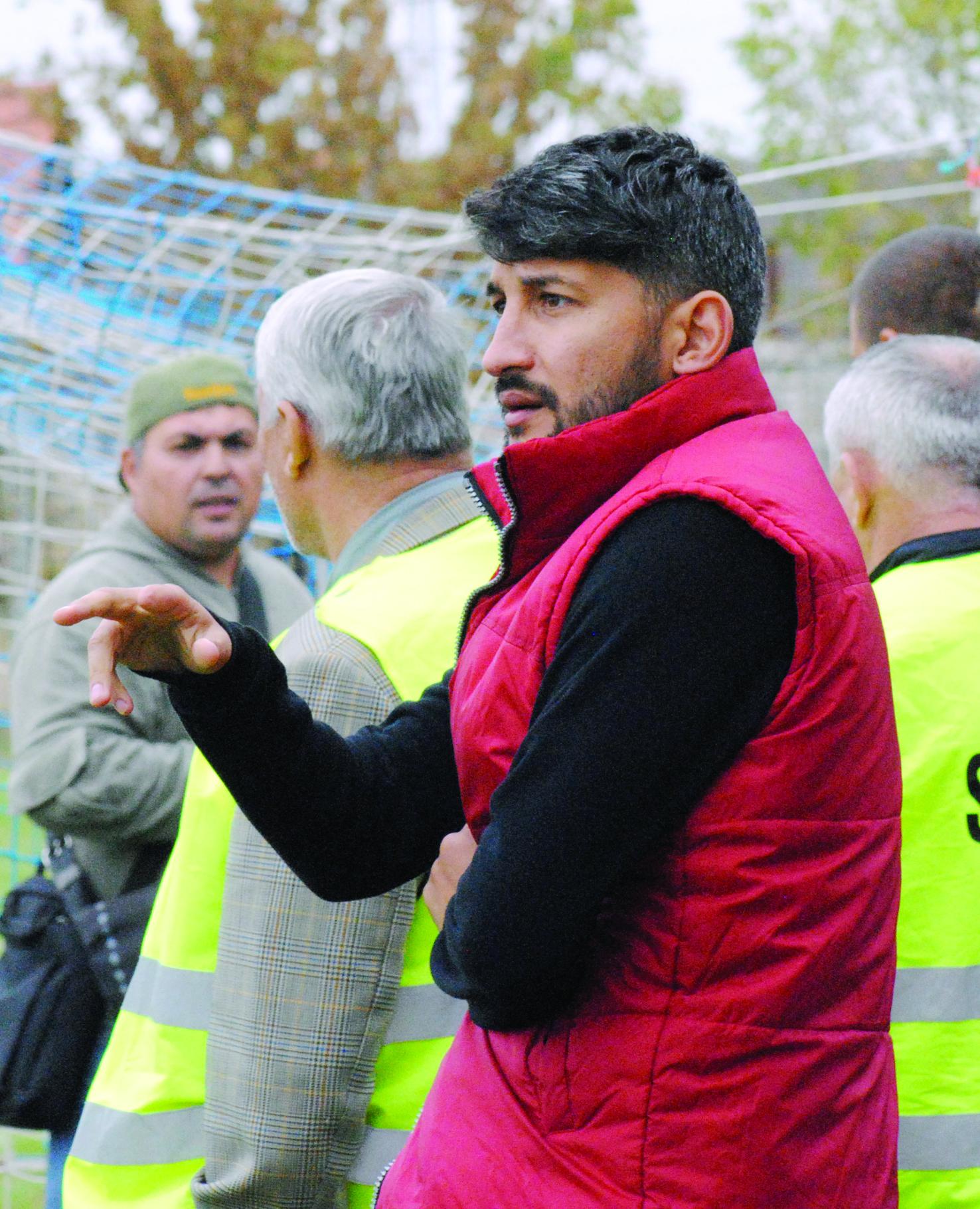 Florin Costea, liber de contract