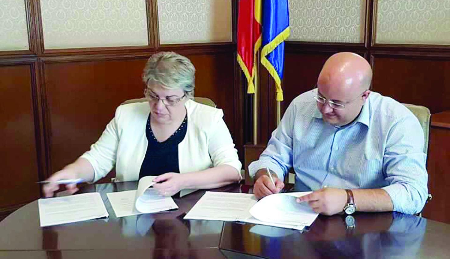 Consiliul Judeţean a semnat primele contracte de finanţare prin PNDL-2