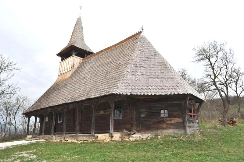 Bisericile de lemn, adevărate oglinzi ale măiestriei lemnarilor din zonă