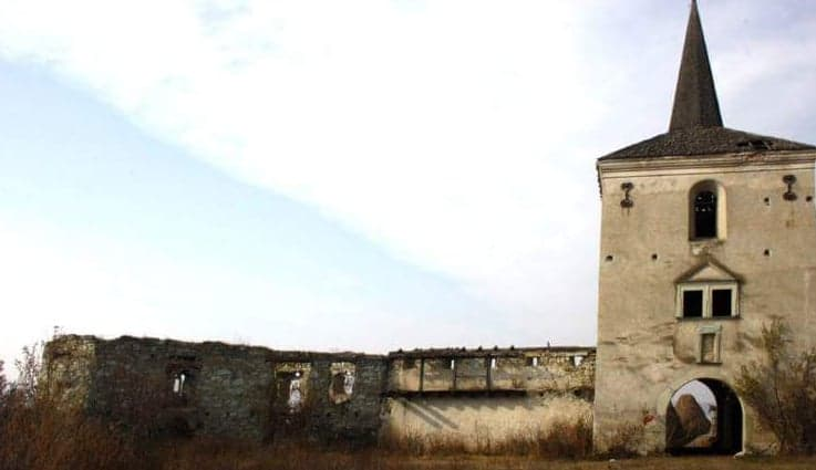 """Castelul Kornis, sau """"Castelul cu inorogi"""" din comuna Mica"""