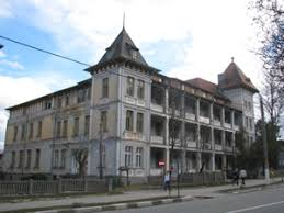 """Consiliul Judeţean nu renunţă la ideea preluării Clinicii de recuperare de la Călimăneşti. Constantin Rădulescu: """"La cum arată clădirea, trebuie să obţinem un preţ bun"""""""