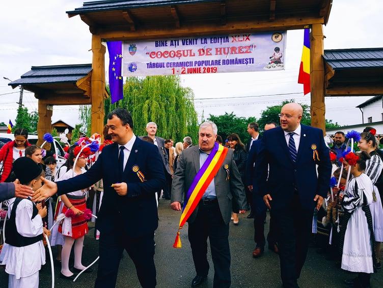 """Capitala ceramicii româneşti s-a mutat la Horezu. """"Cocoşul de Hurez"""" a marcat cea de-a 49-a ediţie"""