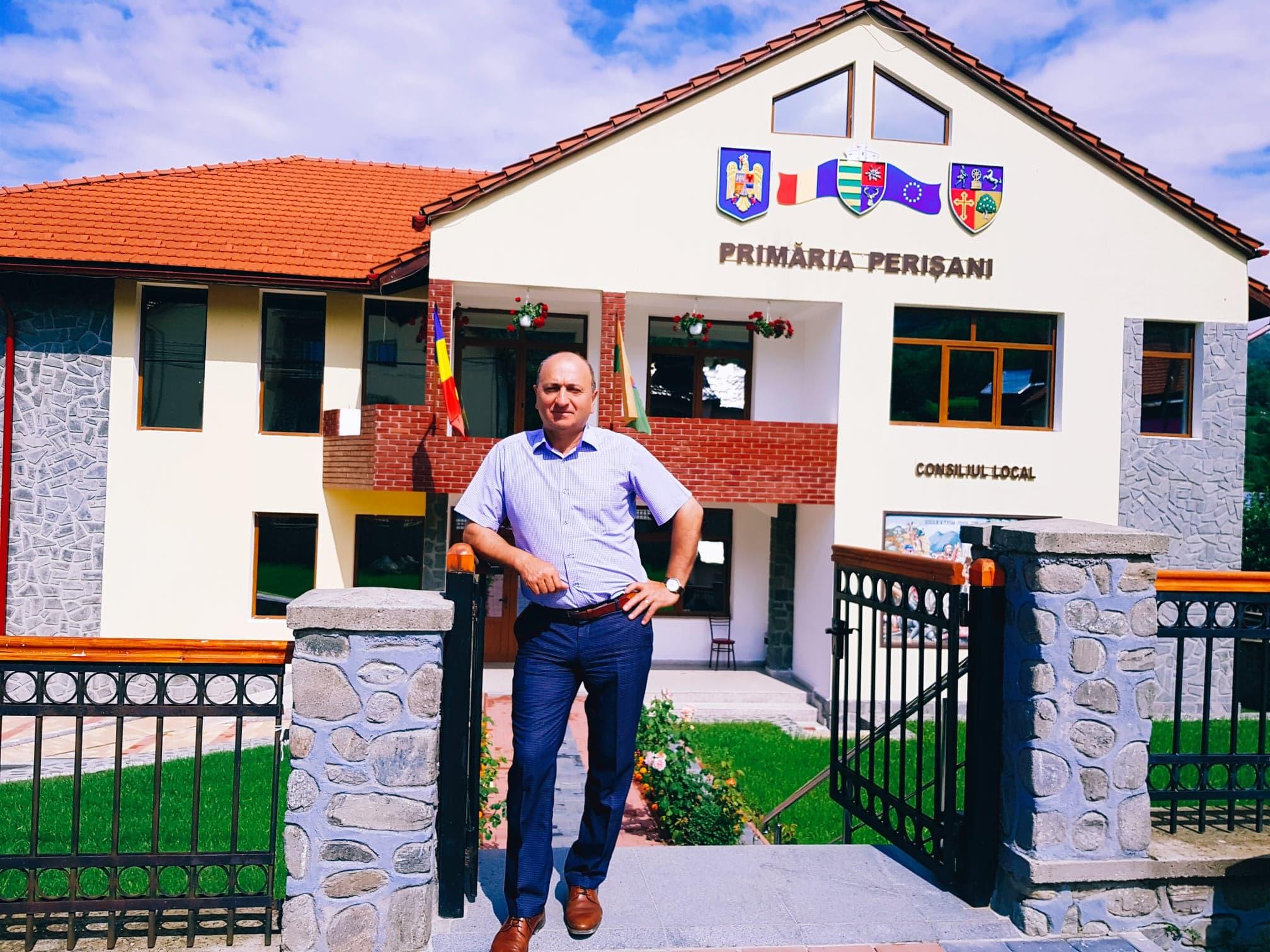 """Ion SANDU: """"Perişani este localitatea-etalon în privinţa absorbţiei fondurilor europene din Regiunea Oltenia"""""""
