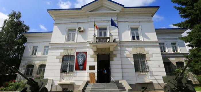 Muzeul de istorie din Râmnic găzduieşte o expoziţie unică, cu obiecte care au aparţinut reginei Maria