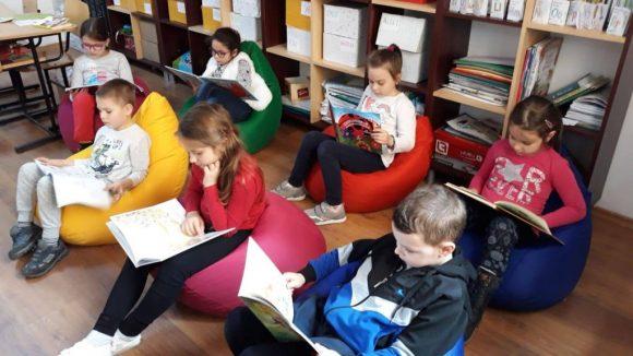 Un model de urmat pentru învăţământul din Vâlcea: o şcoală unde şi femeile de serviciu citesc 15 minute în fiecare zi
