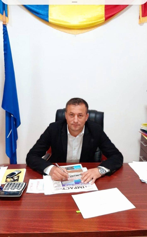 Mihai Pătru, un primar tânăr și ambițios, în fruntea celei mai vechi aşezări din zona Olteniei