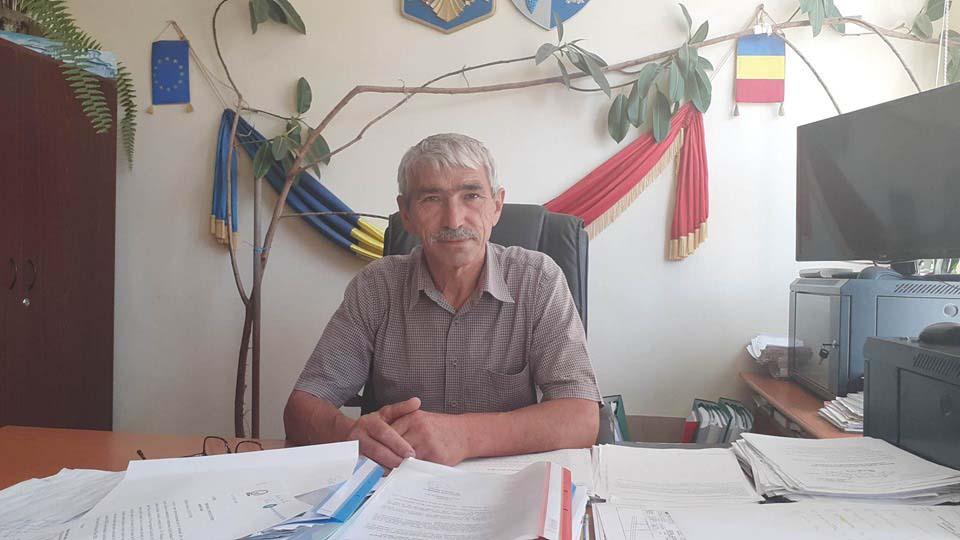 Primarul Lucian Antonie cumpără tablete pentru toţi copiii