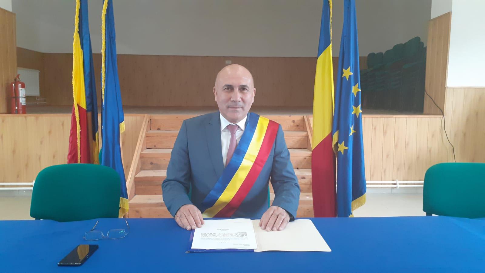 Ion Vlădulescu a fost învestit în funcţia de primar al localităţii Budeşti