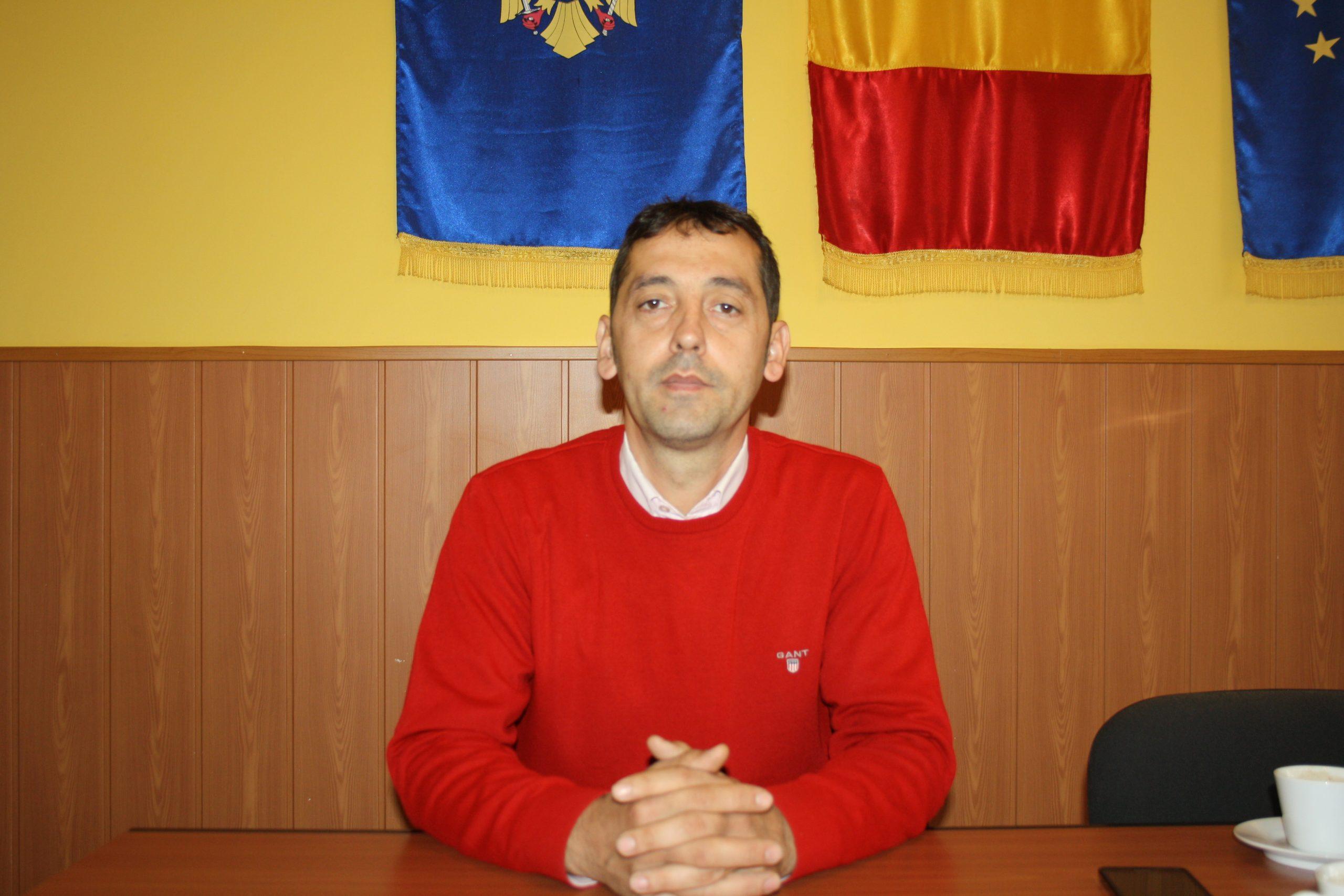 Primarul din Stoileşti vrea investiţii în infrastructură