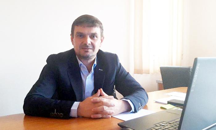 Primarul localităţii Cernişoara, pastorul Dumitru Ciorâcă aşteptă soluţiile pentru apă şi canalizare