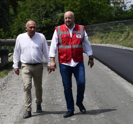 La Budeşti se asfaltează sectorul Bercioiu – Barza