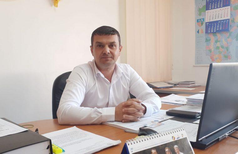 """Primarul localităţii Cernişoara, pastorul Dumitru Ciorâcă: """"Dumnezeu ne-a dat o mare biruinţă, în urma căreia în localitate se vor moderniza două şcoli"""""""