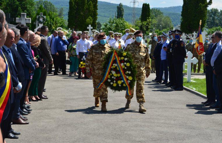 """Ceremonie de comemorare la Monumentul Eroilor din cimitirul """"Cetățuia"""" – Râmnicu Vâlcea"""