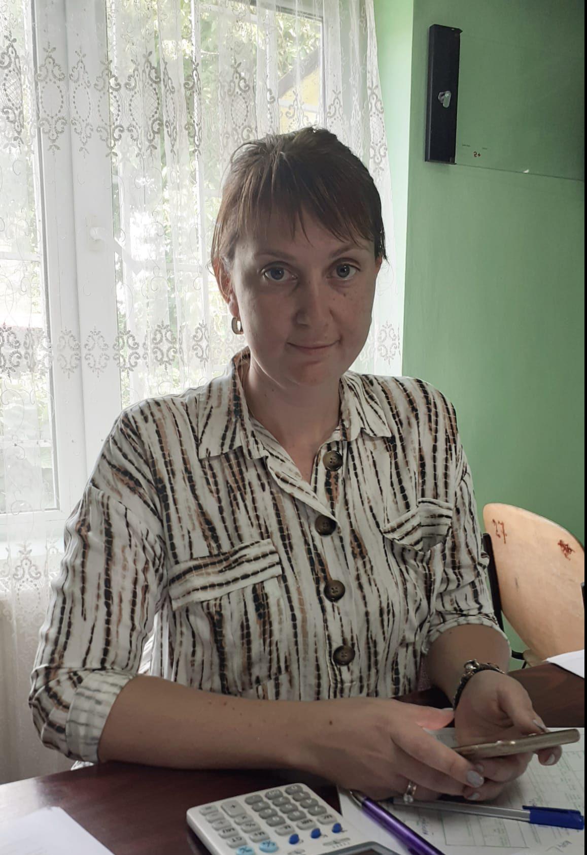 Andreea Tătărăşanu, tânăra care s-a întors din străinătate să lucreze pământul acasă, la Popeşti